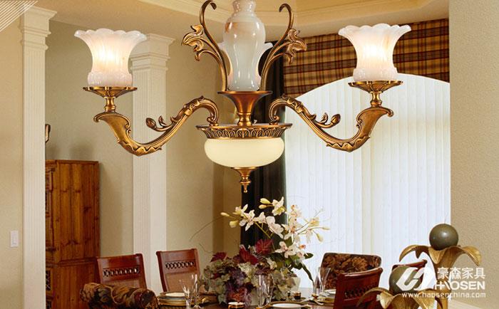 美式家具与奢华风格灯的搭配图
