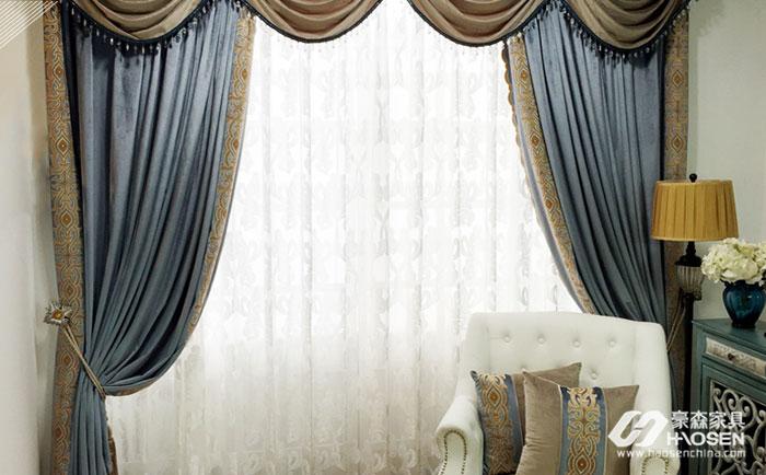 窗帘尽量运用素雅的颜色搭配白色家具