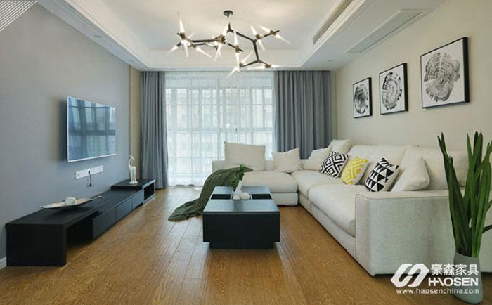 白色家具与蓝色窗帘的搭配
