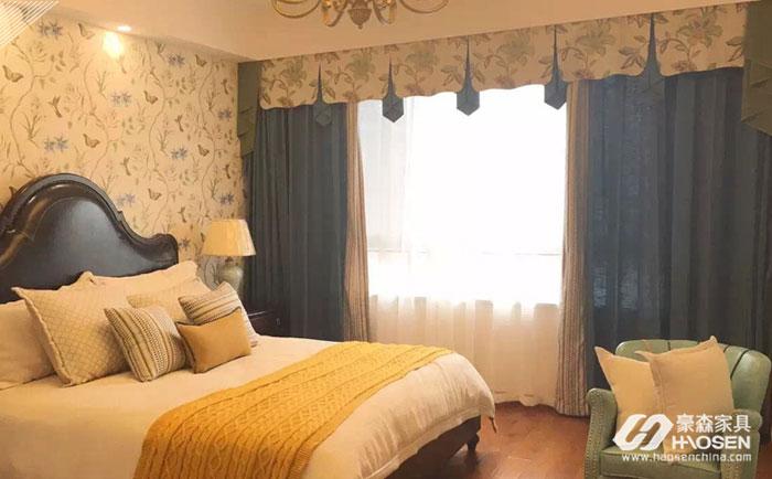 欧式风格白色家具与窗帘搭配要一张一弛